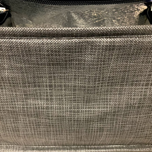 Lunchbox with lined pattern