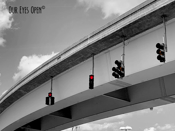 Traffic light attached to an overpass in Jacksonville, Florida.